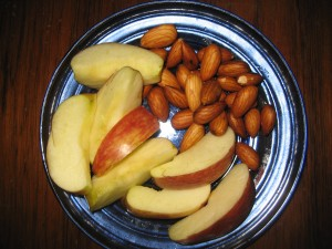 Who'd think that a humble Apple and Almonds would hold me so long? Isabel De Los Rios and The Diet Solution!